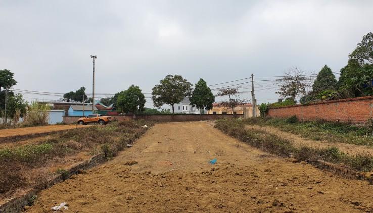 Bán lô góc 320m2, 10m mặt, 250m đất ở, Cách Đường Đại lộ Thăng Long chừng 100m (Nam Em 0966 615 605)